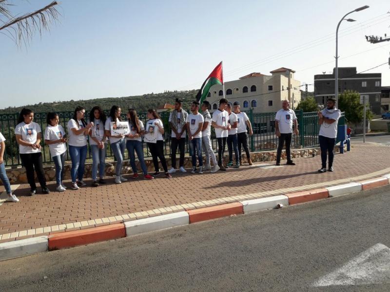 وقفة لطلاب كوكب الشاملة تضامنا مع الأسرى الفلسطينيين المضربين عن الطعام