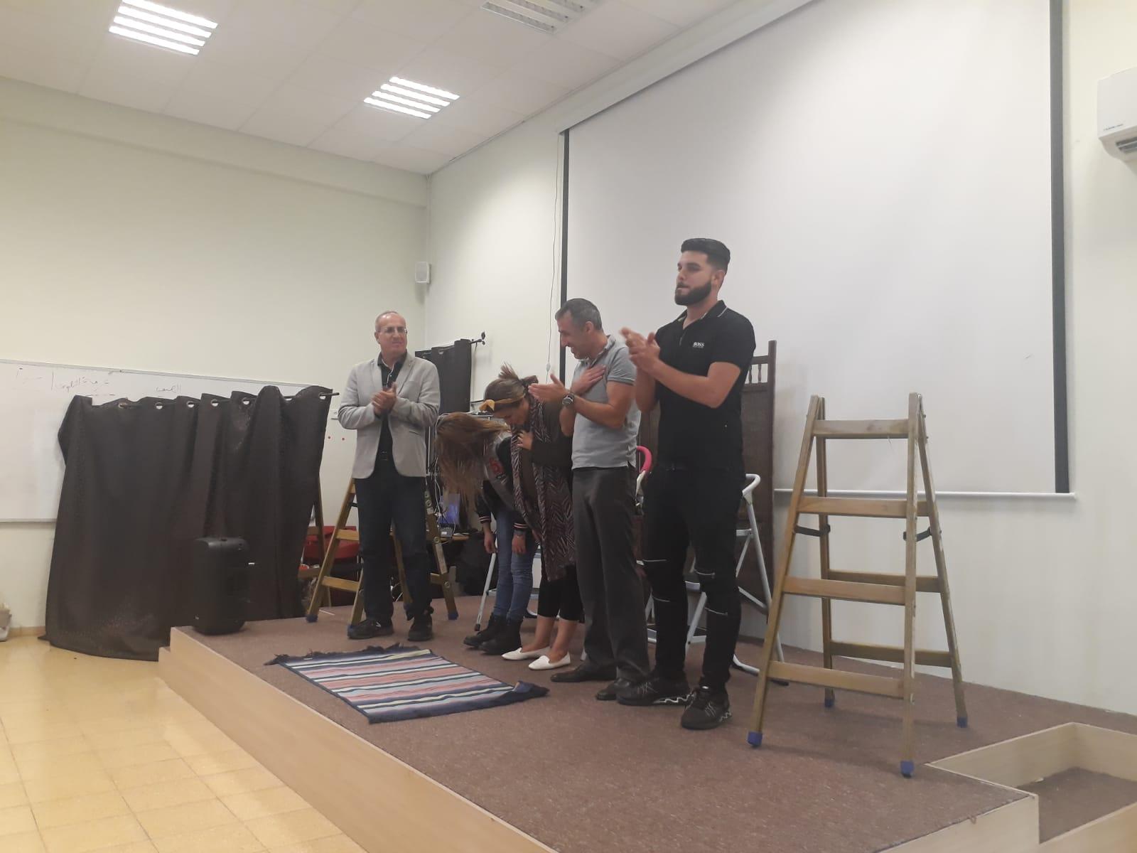 عرض مسرحية سلالم في ثانوية كوكب ابو الهيجاء