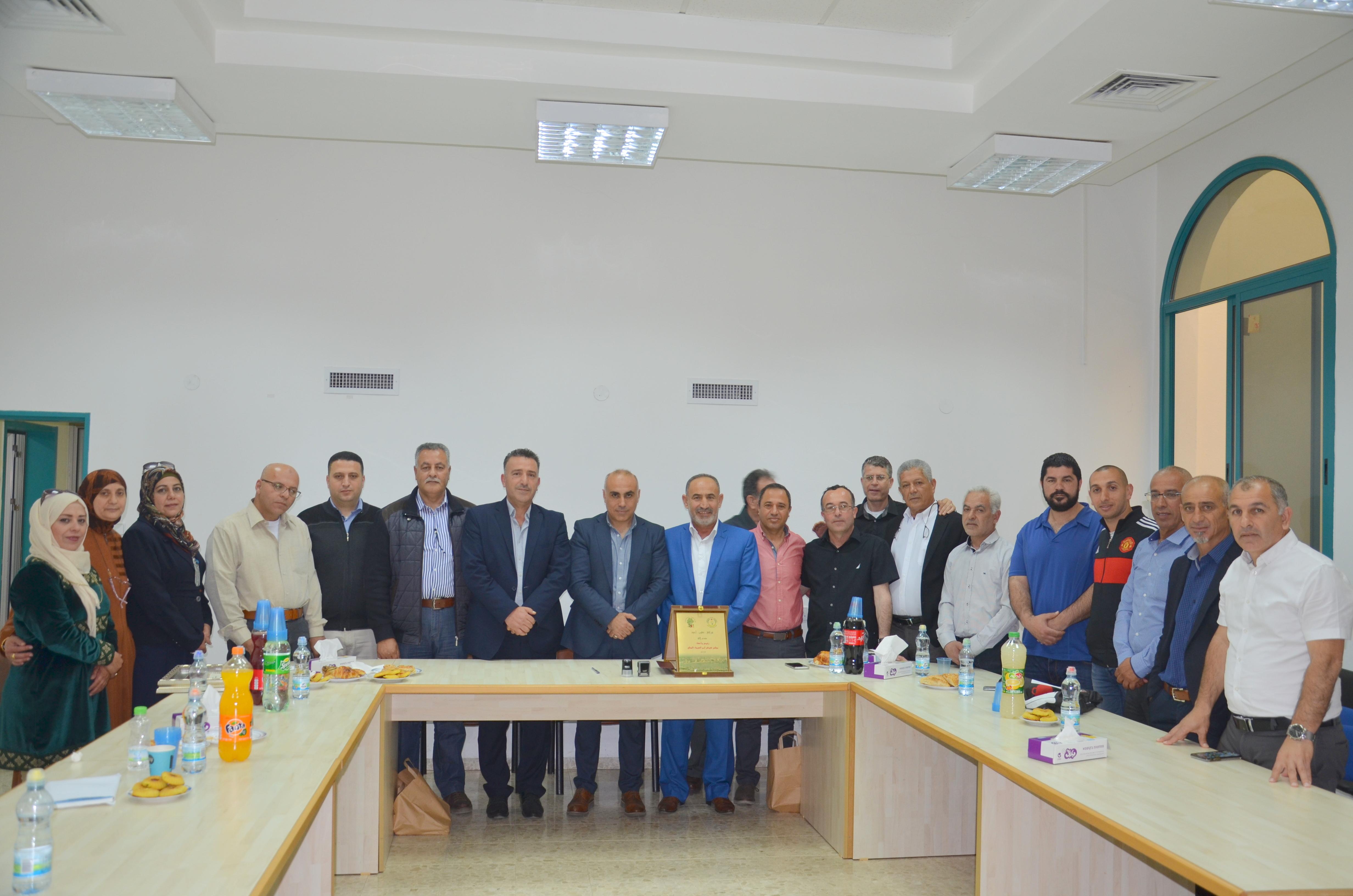 وفد من بلدية سلفيت في زيارة لمجلس كوكب ابو الهيجاء تُوِجت بتوقيع اتفاقية توأمة بين البلدين