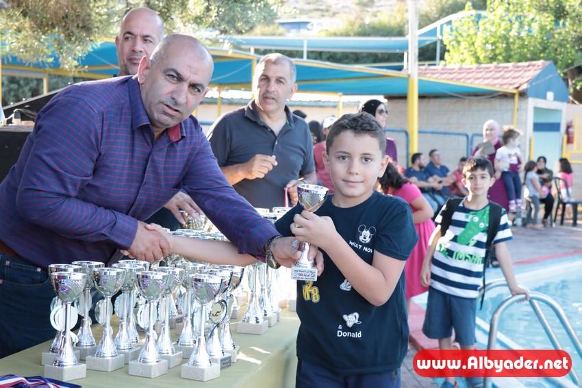 اختتام دورة السباحة لطلاب كوكب ابو الهيجاء باحتفالية تنافسية في بارك العش