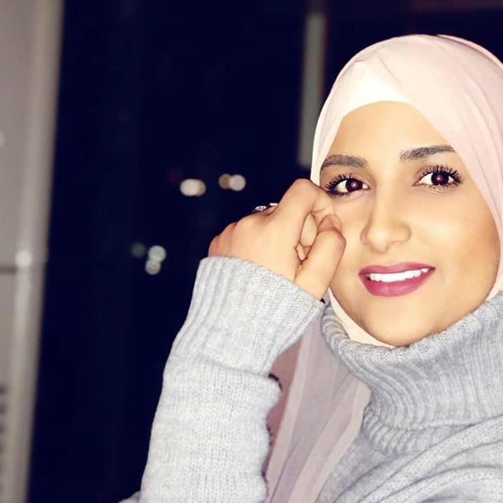 الشابة منار محمود (المختار) عودة من كوكب أبو الهيجاء تعلن اصابتها بالكورونا وتطلب من كان على تواصل قريب أن يدخل للحجر الصحي